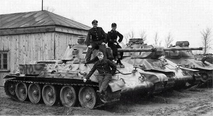Captured by the Germans, Soviet tanks T-34-76 put them in order. Interestingly, the Germans upgraded tanks: set the commander's cupola of Pz.III, improving visibility (serious disadvantage Russian T-34), supplied the gun flash hider, added to the side drawer, install lights on the left. Second and third tank is nonnative wings. Also, set the German MG-34 machine guns and all the tanks are equipped with radios.