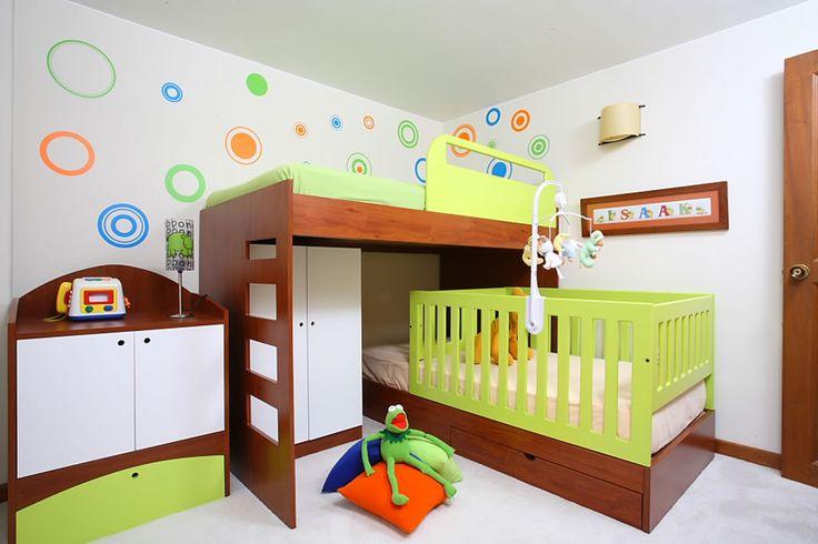 Camarote con cama cuna cuartos para ni os de kiki for Recamaras para ninos espacios pequenos