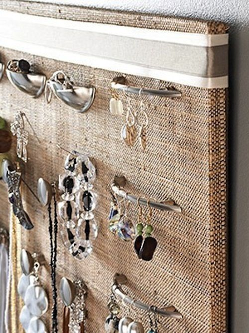 Knobs on a fabric covered cork board = perfect jewelry organization......hmmm, could even use decorative push pins for those tricky items...