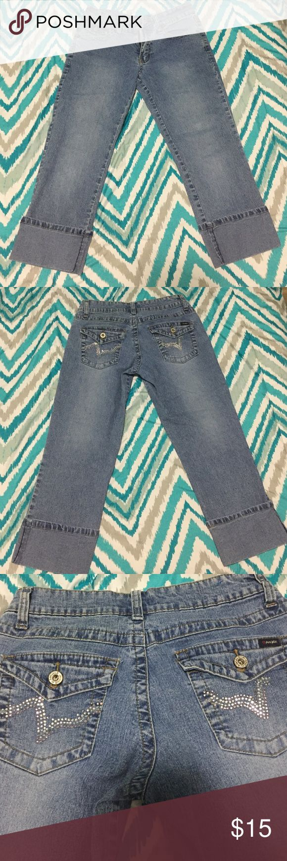 Angels: Capri Jeans These are freaking cute, and makes the gluteus look greaaattt. Angels Pants Capris