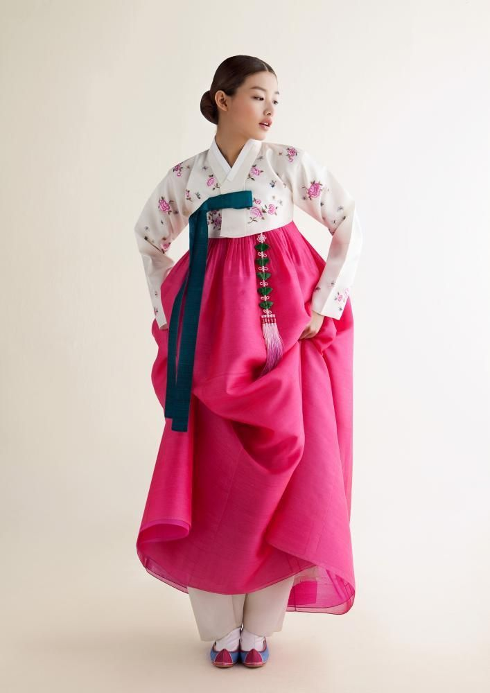 한복 Hanbok / White floral patern jeogori and pink chima / Traditional Korean dress by Sukhyun Hanbok
