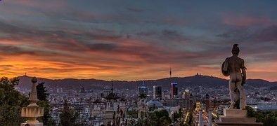 El precio de la vivienda subirá en 2017 El precio de los pisos subirá en el entorno del 5%. En cuanto a las ventas, repuntarán sobre el 10%. Según datos recogidos por EXPANSIÓN, a travé de encuestas a diferentes expertos del sector inmobiliario, el precio de la vivienda subirá un 5% de media en España, acentuándose las subidas en grandes urbes. Además, apuntan a que el crédito hipotecario también aumentará, a expensas de que no haya una subida de los tipos de interés. Los factores del ...