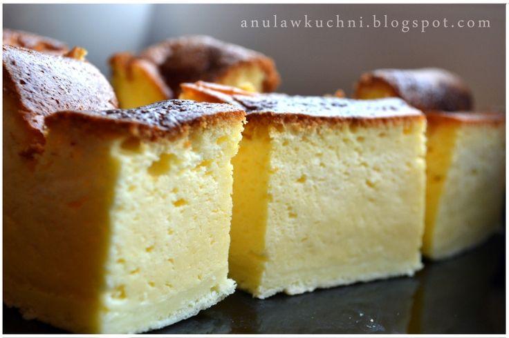 Wydawać by się mogło, że sernik bez sera to absurd, a jednak! Ten sernik nie ma w składzie ani grama sera, w zamian są jogurty typu greckie...