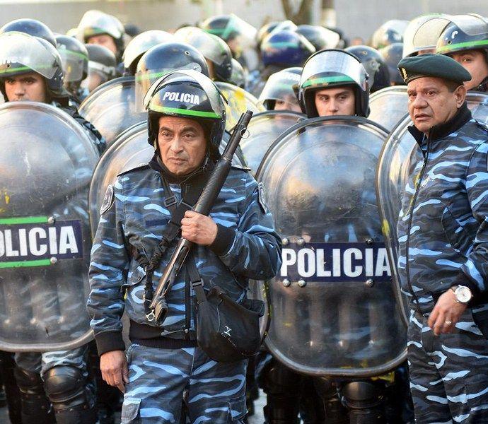 Argentina: Sumisión o palos, PepsiCo, Cresta Roja, Carpa Itinerante de los docentes, Mauricio Macri, Corriente Federal de los Trabajadores