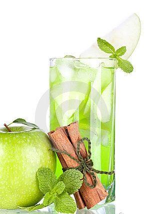 Apple Cinnamon Cocktail.