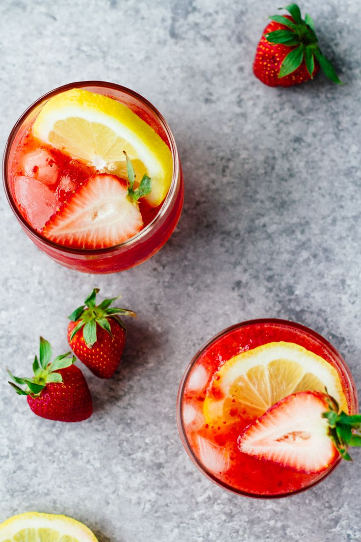 Sugar-Free Strawberry Lemonade Spritzer! Recipe is on JarOfLemons.com! This post is sponsored by @zevia. Click through to learn more about their amazing sodas! #ad