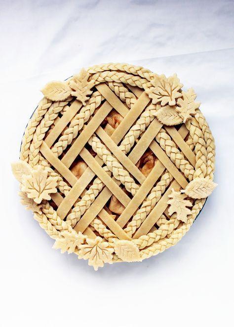 Decorative pie crust via /kingarthurflour/