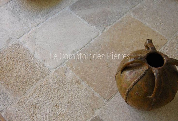 Dallage en pierre de Bourgogne finition vieilli rustique