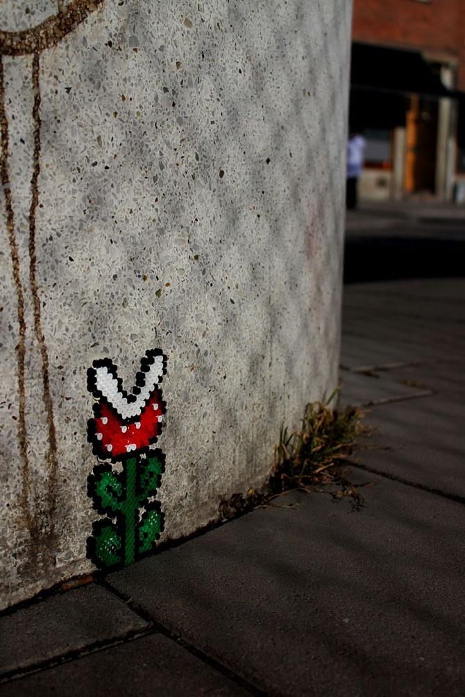 TV-spelsinfluerad pärlplattekonst i Solna / Sundbyberg. Grymt snyggt med färgkontrasten mot den bara betongen.
