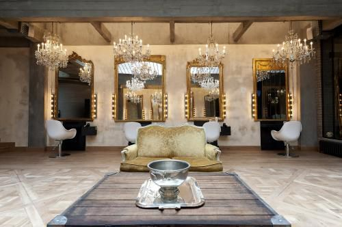Eric #Pfalzgraf opens us the doors of his #beauty temples, the salons #Coiff1rst. A #tailor-made trip in this #glamour and luxury world, where #long hair is king. http://www.livecoiffure.com/en/posts/30475-portrait-of-the-entrepreneur-eric-pfalzgraf-creator-of-the-salons-coiff1rst#