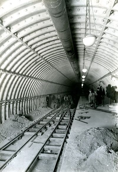 Laying scissors crossing, Mail Rail. (POST 20-355/27)