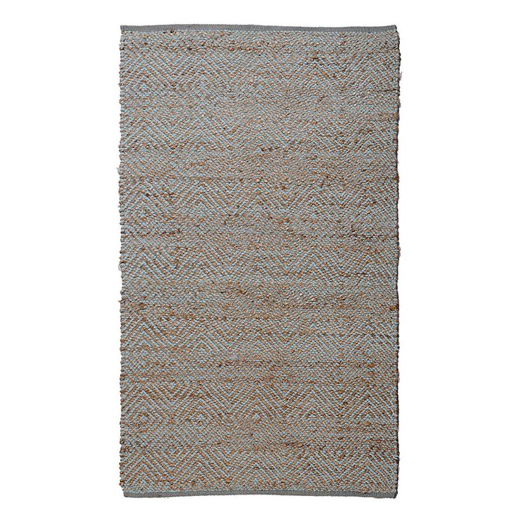 This beautiful jute rug features an ultra-plush 0.5-inch pile height for ultimate comfort and style.