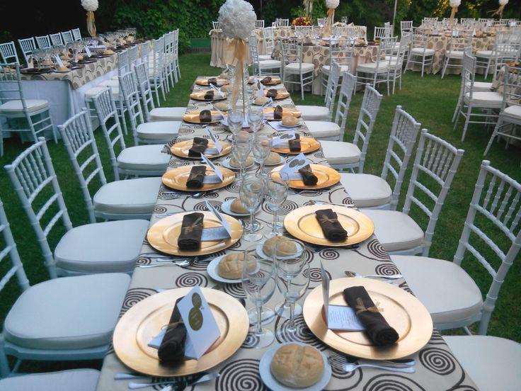 Mesa lista para comenzar #boda #diseño #decoración #decoration #weddings #flowers #table #white http://victoriahidalgocatering.com/