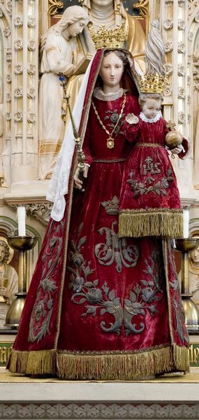Maria statue from the Sint Petrus Banden Church in Venray. Yes, this is Dutch!! Probably 18th century. The statue is wearing a red velvet dress with roses embroidery in silver thread. The site tells that those are also probably made in the 18th century.