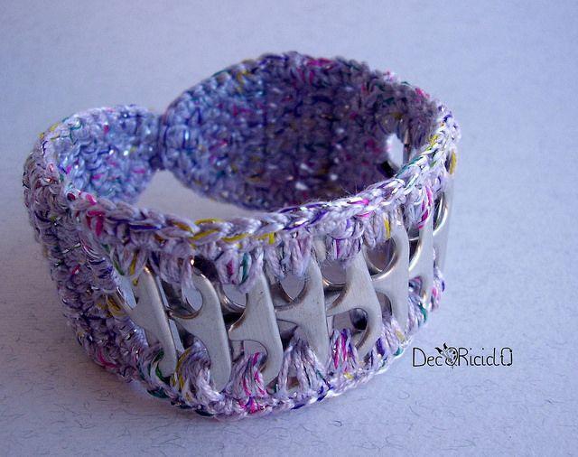 decoriciclo: bracciale lilla fatto con linguette delle lattine e cotone all'uncinetto