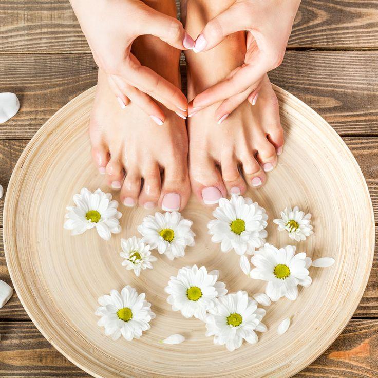 DIY-Rezept für basische Körperpflege mit Natron: Entsäuern mit einem Natron-Fußbad - hilft gegen müde Beine, beseitigt Fußgeruch, entsäuert und lindert Fußpilz ...