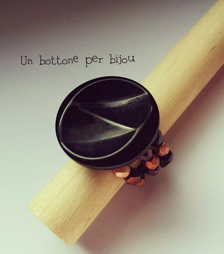 Anello con bottone nero antico,del 1910,in lucite su filo armonico, by un bottone per bijou, 9,00 € su misshobby.com