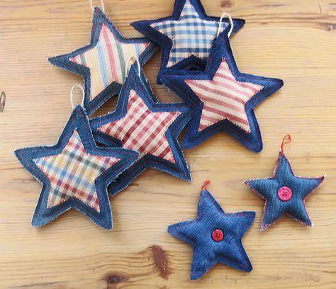 Instrucciones para coser adornos navideños en forma de estrella utilizando la tela de unos vaqueros viejos y pequeños retales.