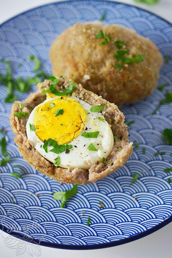 Jajka po szkocku, czyli jajka w mięsie mielonym to topowe danie kuchni brytyjskiej. Scotch egg są popularną przekąską spożywaną szczególnie na zimno.