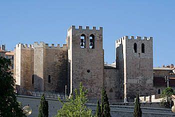 L'abbaye Saint-Victor de Marseille a été fondée au ve siècle par Jean Cassien, à proximité des tombes de martyrs de Marseille, parmi lesquels saint Victor  († en 303 ou 304), qui lui donna son nom. L'abbaye prit une importance considérable au tournant du premier millénaire par son rayonnement dans toute la Provence. L'un de ses abbés, Guillaume de Grimoard, fut élu pape en 1362 sous le nom d'Urbain V. À partir du xve siècle, l'abbaye entama un déclin irrémédiable.