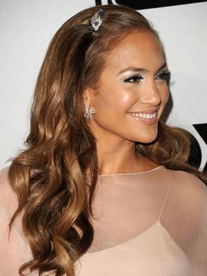 8 Haute Holiday Hairstyles - Jennifer Lopez #holiday #hair