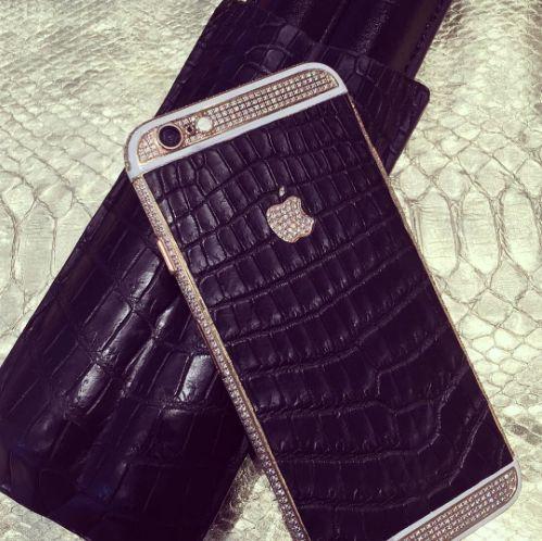 SHINE BRIGHT LIKE A DIAMOND 💎 C U S T O M I Z A T I O N • H A N D M A D E  by Starphone  On demand exclusively💡  Starphone : 12, avenue Franklin D.Roosevelt - Paris 8è  #details #strass #handmade #faitmain #bespoke #customized #starphone #boutique #store #paris #comepragency #silver #gold #diamond #hightech #smartphone #iphone #fashion #mode #design #handcrafted #blogueur #blog #tendanceur #luxury #luxe #accessories #black #croco #cigares