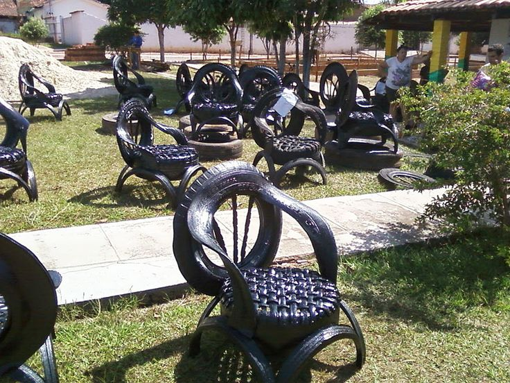 Cláudio Mota is a Brazilian artist who recycles car tires and turns them into sofas, benches, tables, chairs and animal sculptures.