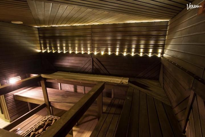 Viihtyisä Sauna2 tilaussauna sijaitsee Hakaniemen metroaseman vieressä.