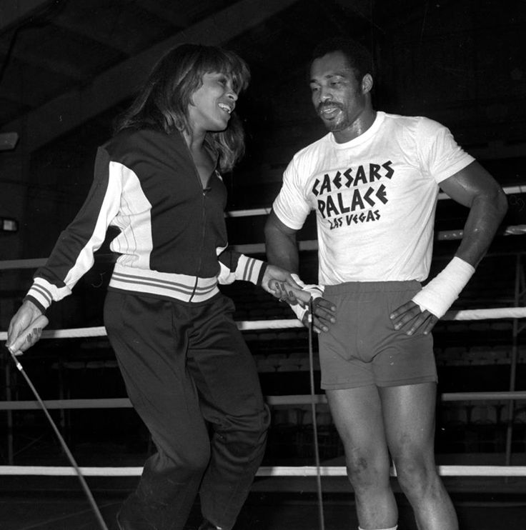 The Las Vegas New Bureau provided this photo to FOX5 of Ken Norton Sr. helping Tina Turner jump rope at Caesars Palace in 1977.   We'll have reaction to the fighter's death at 10.  Story: http://www.fox5vegas.com/story/23470531/former-heavyweight-champion-norton-dies  #lasvegas