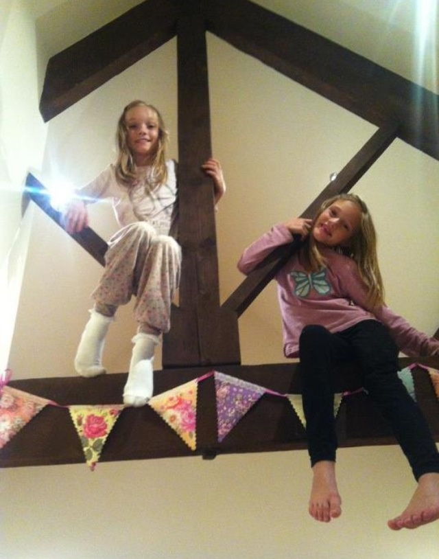 The twins are so cute!!! Phoebe and Daisy Tomlinson everybody. :)