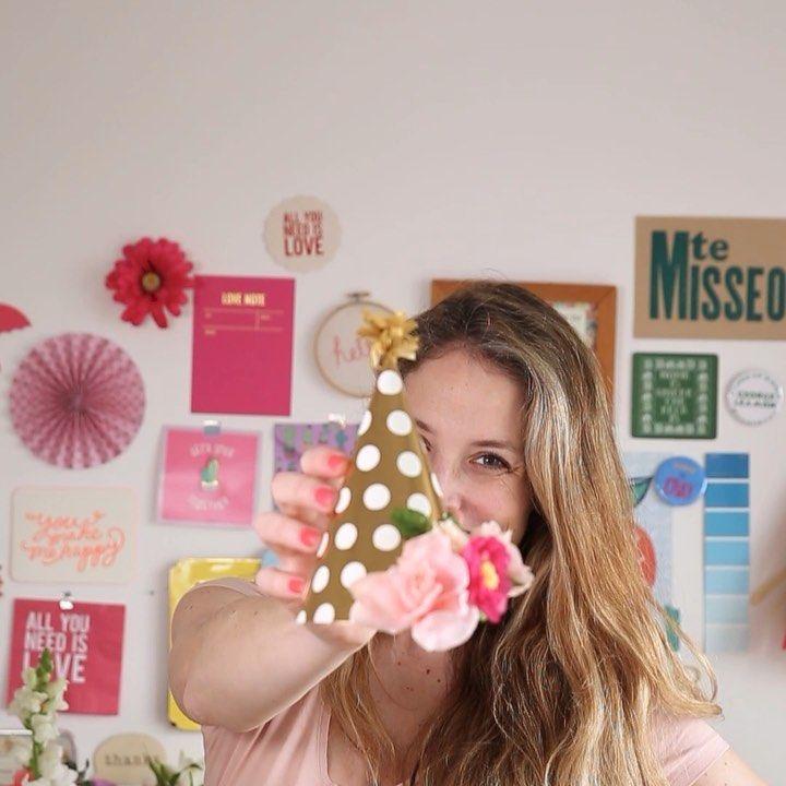 Te enseño a hacer estos bonetes de papel para festejar con todo! All You Need Is, Crown, Fashion, World, Tutorials, Paper Envelopes, Moda, Corona, Fashion Styles
