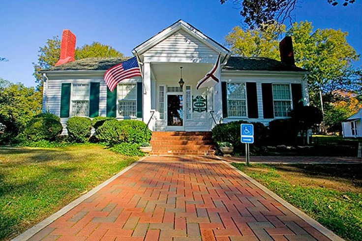 Ivy Green, the childhood home, and birthplace of Helen Keller is in Tuscumbia, Alabama. | 25 reasons to visit Florence, Alabama. | Photo courtesy: VisitFlorenceAl.com | TravelingWellForLess.com