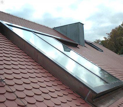 Unser kompaktes und massives Dachschiebefenster in der Nahaufnahme mit nahezu unsichtbarem Eindeckrahmen.