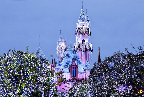 Visiting Disneyland for Disneyland Christmas 2017? Our Christmas tips about the best Disneyland Christmas attractions. When to visit Disneyland Christmas.