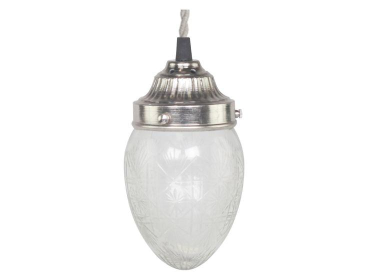 Riktigt fin fönsterlampa eller taklampa i droppformat glas med slipningar.    Levereras utan kontakt men med sockerbit så du kan välja själv hur du vill koppla