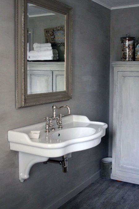 1000  ideas about Small Grey Bathrooms on Pinterest   Blue grey walls  Bathroom colors and Bathroom paint colors. 1000  ideas about Small Grey Bathrooms on Pinterest   Blue grey