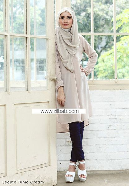 Lecyta Tunik Cream - Klik gambar untuk melihat detail dan harga produk Juniperlane di website zilbab.com. Hijab, Jilbab, Fashion Hijab, Juniperlane Hijab, Hijabi, Juniper Hijab, Juniper Lane.