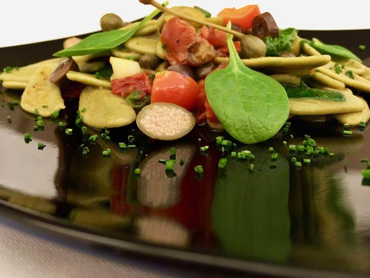 «Φύλλα ελιάς» με σπανάκι σε μεσογειακή σάλτσα - http://www.ert.gr/fylla-elias-spanaki-se-mesogiaki-saltsa/