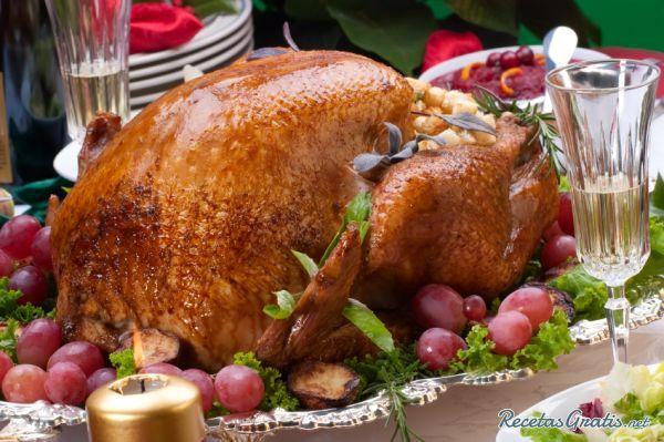 Pavo relleno para Navidad tradicional   http://www.recetasgratis.net/Receta-de-autentico-pavo-relleno-navidad-receta-50740.html