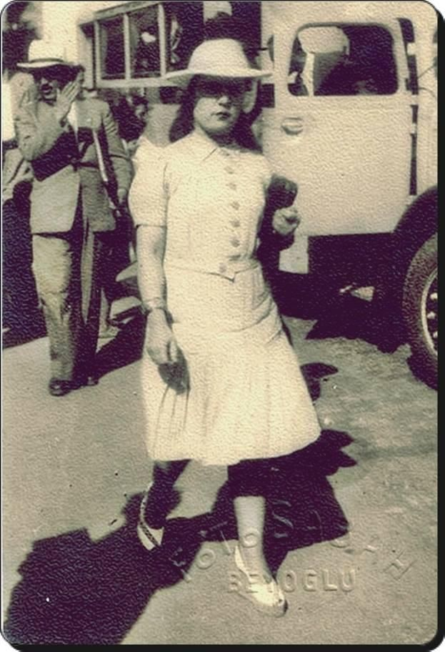 1940larda sokak modası - street fashion in 1940s #istanbul #Turkey #istanlook