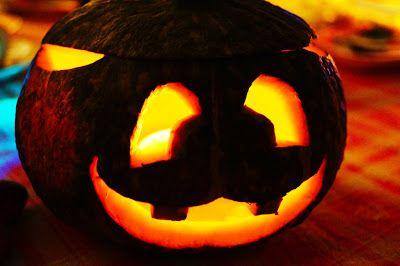 Halloween Pumpkin diy  Ecco il tutorial della mia zucca mantovana intagliata. Per vederlo completo andate su http://pimikiallaricettadellaformulaperfetta.blogspot.it/2016/11/zucca-mantovana-intagliata-per-halloween.html