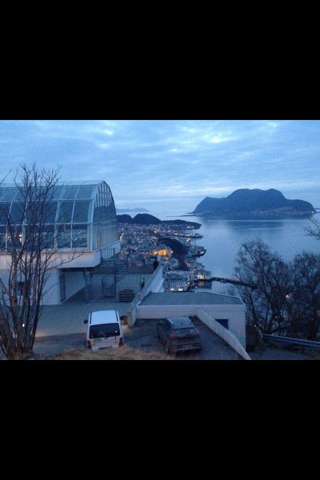 Fjellstua in Ålesund #mountain #mountainlivingroom #house #sea #view #Ålesund #Aalesund #Norway #Norge