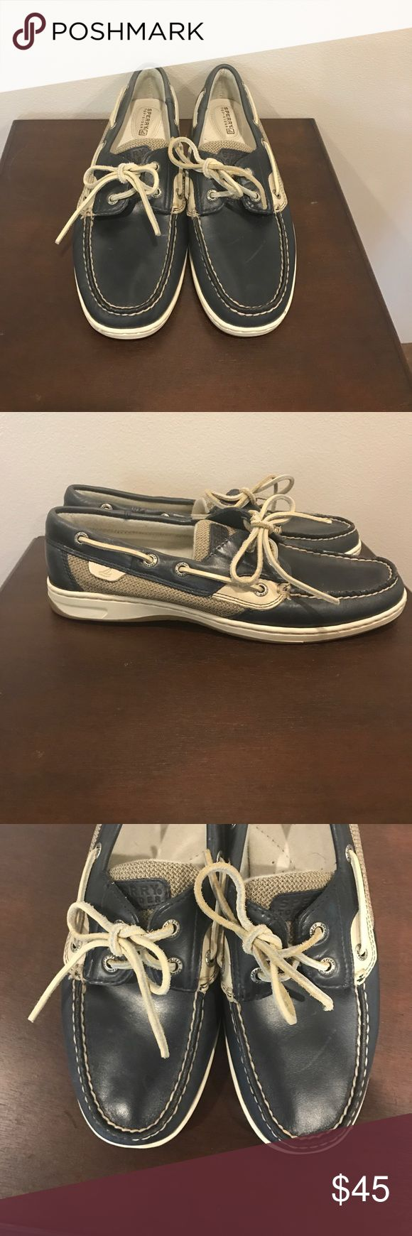 Sperry Topsider Women's Boat Shoe Size 9 Beautiful preloved but in Nearly New condition Sperry Topsiders. These Topsiders are a size 9. The only flaw is one scuff on top of the shoe as shown in the third picture. If you have any questions please ask 💕 Sperry Top-Sider Shoes Flats & Loafers