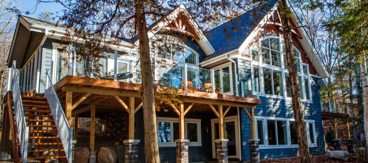 Beautiful Custom Home built by Cedarland Homes - Exterior -  Parry Sound Muskoka - www.cedarlandhomes.ca