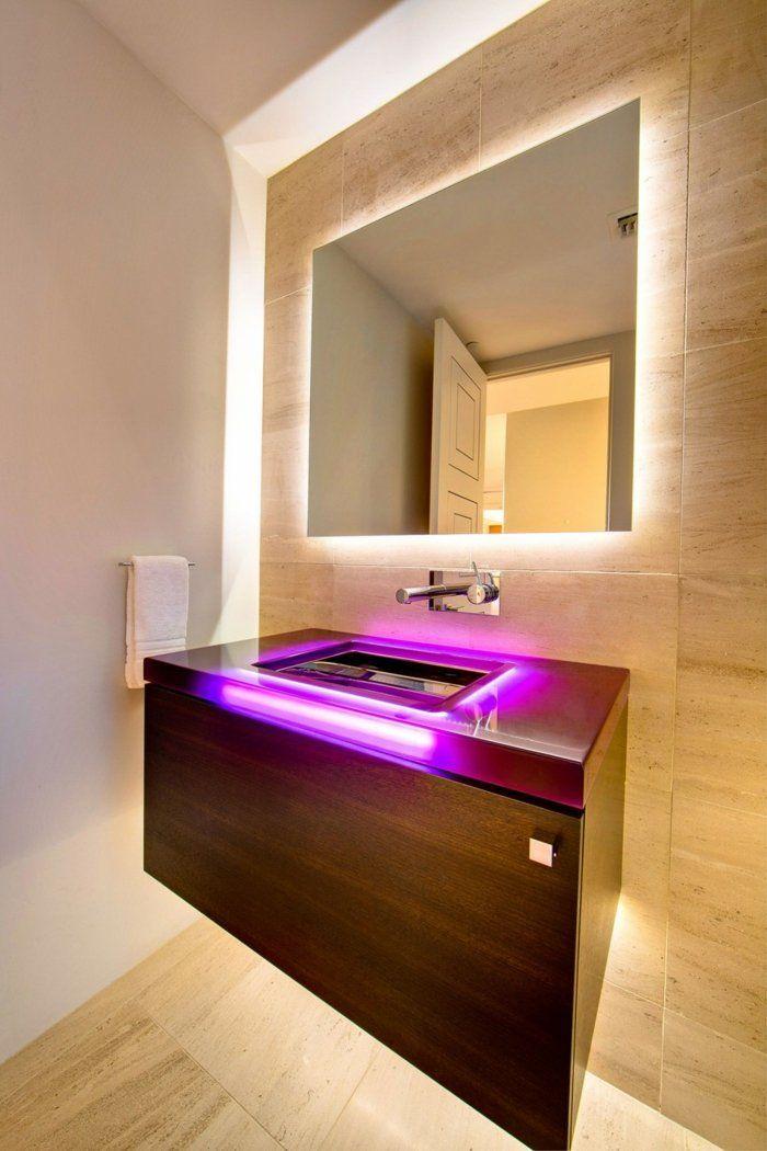 Lichtspiele im Bad - Indirekte Beleuchtung des Spiegels und LED in Pink für die Konsole