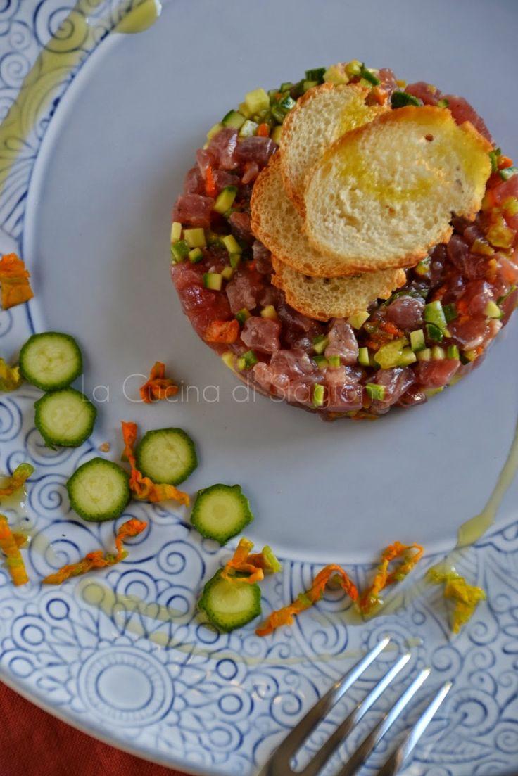 La Cucina di Stagione: Tartare di tonno con zucchinette e fiori