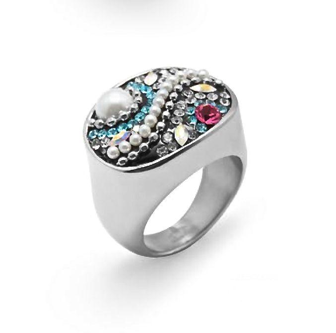 Color y formas preciosas hacen de este #anillo de #acero el complemento ideal para tus manos, ¿te gusta?