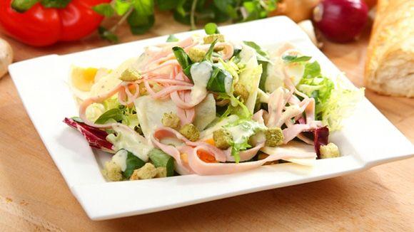 Салат с корневым сеьдереем
