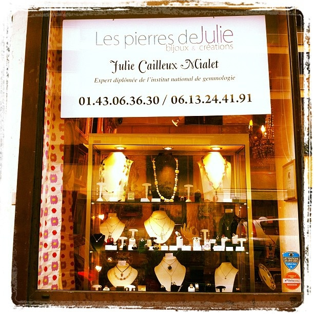 Les Pierres de Julie  Gemmologist and jewels designer  Le Village Suisse  1 avenue Paul déroulède  75015 Paris  +33143063630