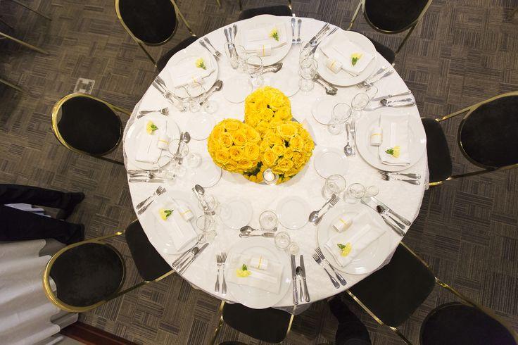 Un cuento de boda, centros de mesa amarillos